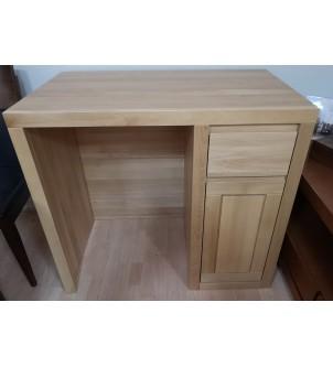 Małe biurko z drewna...